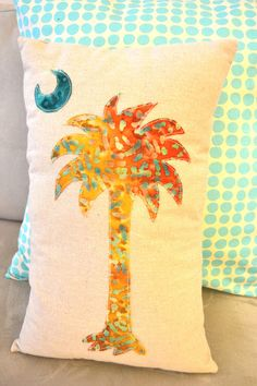 Palmetto and Crescent Moon South Carolina flag palm tree Pillow Cover via Etsy Wool Applique, Applique Quilts, Tropical Quilts, South Carolina Flag, Sewing Crafts, Sewing Projects, Palmetto Tree, Palmetto Moon, Batik Quilts