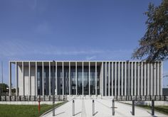Image 22 of 34 from gallery of Regional Court Building in Siedlce / HRA Architects. Photograph by Bartłomiej Witczak Arch Building, Building Facade, Building Design, Public Architecture, Architecture Design, David Chipperfield Architects, Internal Courtyard, Conceptual Design, Facade Design