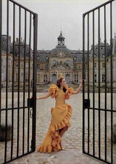 Pour Le Prestige de ParisL'Officiel #660, 1980Photographer: Rodolphe HaussaireYves Saint Laurent, Spring 1980 Couture