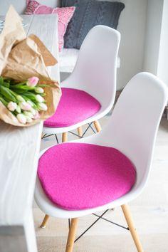 Ein persönlicher Favorit aus meinem Etsy-Shop https://www.etsy.com/de/listing/270925951/stuhlkissen-in-pink-passend-fur-eames