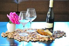 DIY wine cork crafts table tile wine cork placemat. Where are all my fellow wine lovers at?! This is amazing! I love this craft idea. Turn wine corks into awesome DIY crafts, home decor and gift ideas. This is so cool! I love it! Perfect for wine lovers! Pinning for later!