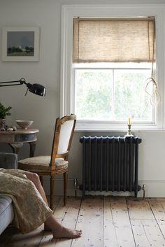 Balázsnka mondtam, hogy én biztos nem vennék új radiátorokat, inkább keresnék egy régit a nappaliba és kicserélném azt az egyet és lefesteném, mindjuk ilyenre.