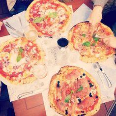 Twitter / @Ainara Garcia: En este viaje no podía faltar... Pizza!
