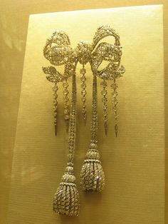 French Crown Jewels....French Bow Brooch ,made up of 2634 diamonds in 1855 for the wife of Napolean III , Empress Eugenie.