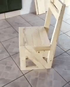 Universal folding chair -- #funny #funnymemes #funnypictures #funnyquotes #funnyanimals #jokes #funnytexts #gif #video #oursquotes