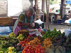 Todo lo que se compra se cultiva cerca y los mas ancianos traen la mercancía que usaba hace 500 años...aunque ellos no lo sepan.