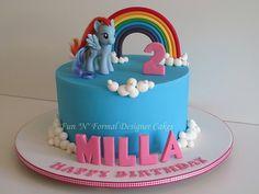my little pony birthday cake Napier I was thinking this with cupcakes for something more simple My Little Pony Party, Fiesta Little Pony, Mlp Cake, Cupcake Cakes, Rainbow Dash Cake, Pyjamas Party, Birthday Cake Girls, Birthday Cale, Birthday Ideas