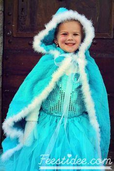 Cute and warm Elsa dress with fleece jacket and winter cape with hood | Warme Elsa jurk met fleece vest en wintercape met capuchon | Frozen