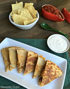 These Spicy Black Bean Veggie Quesadillas are a perfect tailgating appetizer that will be enjoyed by meat-lovers and vegetarians alike! Healthy Eating Recipes, Veggie Recipes, Mexican Food Recipes, Great Recipes, Favorite Recipes, Delicious Recipes, Veggie Food, Healthy Foods, Veggie Quesadilla