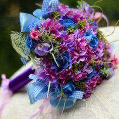 Bruiloft Bloemen-De bruid boeket met bloemen blauw paars hortensia roos boeket