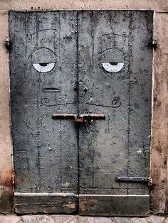 Looks a little sleepy:)Florence, Italy❤️ doors italy portal doors italy portal Cool Doors, Unique Doors, Knobs And Knockers, Door Knobs, Entrance Doors, Doorway, When One Door Closes, Door Gate, Windows And Doors