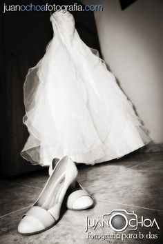Fotografo bodas bogota, fotografo matrimonios, fotografia novia, maquillaje novia, bridal makeup, vestido novia, bridal dress, wedding photographer, foto novia, novios, pre-boda, fotografo, fotografia bogota, Fotografo bodas colombia, fotografo matrimonios y bodas Bogota, decoracion, wedding, bride, groom. www.juanochoafotografia.com Ballet Shoes, Dance Shoes, Bridal, Wedding, Fashion, Dress, Colombia, Fotografia, Ballet Flats
