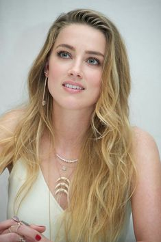 Amber Heard,very beautiful Beautiful Celebrities, Beautiful Actresses, Gorgeous Women, Amber Heard Age, Amanda Heard, Amber Head, Beauté Blonde, Profile Picture For Girls, Profile Pictures