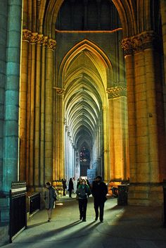 Notre-Dame de Reims    north aisle at sunset