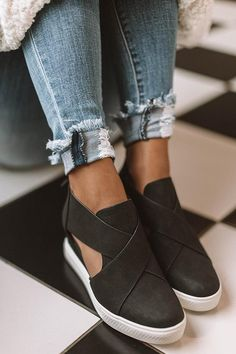 Find out New Look's elegant assortment of girls' heeled flip flops, with block heel shoes, strappy footwear and network styles. Sandals Outfit, Dress Shoes, Sport Sandals, Women's Shoes, Dance Shoes, Ugg Boots, Shoe Boots, Leopard Espadrilles, Heeled Flip Flops
