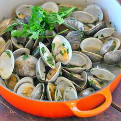 Simple Garlicky Clams with Lemon and Parsley Recipe   use #Plugra Butter http://threemanycooks.com/recipes/nibbles-and-apps/simple-garlicky-clams-with-lemon-and-parsley/
