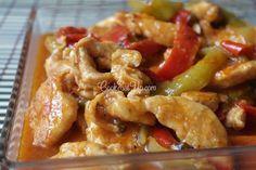 Τρυφερά και ζουμερά φιλέτα κοτόπουλου. Μοσχομυριστές πολύχρωμες πιπεριές. Ανταλλάσουν γεύσεις και μας χαρίζουν ένα απολαυστικό πιάτο που δεν χορταίνεις να το τρως, να το βλέπεις και να το μυρίζεις! Τι θα χρειαστούμε… 4 στήθη από κοτόπουλο 1/3 φλ. ελαιόλαδο 3 πράσινες πιπεριές 3 κόκκινες πιπεριές 1 καυτερή πιπεριά (προαιρετικά) 50 ml ούζο 2-3 φρέσκες ντομάτες … Cookbook Recipes, Cooking Recipes, Healthy Recipes, Low Sodium Recipes, Greek Dishes, Food Decoration, Appetisers, Greek Recipes, Food Presentation