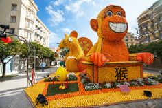"Chinese Horoscope Monkey, Mouse/Rat and Rooster made of oranges and lemons in Lemon Festival (Fete du Citron) on the French Riviera.The theme for 2015 was ""Tribulations of a Lemon in China"". Menton, France - Feb 20, 2015 Stock Photo, Picture And Royalty Free Image. Image 43486873."