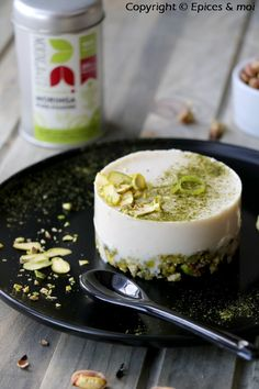 Raw pistachio-cashew cheesecake, lime and Moringa powder {Concours Inside} Spices & Me – # vegan free @ Moringa & Co - Cashew Cheesecake, Easy Cheesecake Recipes, Vegan Dessert Recipes, Easy Cake Recipes, Raw Food Recipes, Mexican Food Recipes, Pumpkin Cheesecake, Desserts Crus, Patisserie Vegan