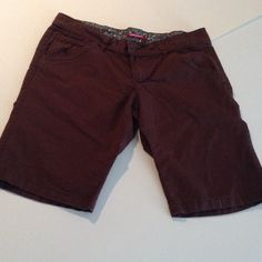"""Dark brown chino bermudas Dark brown twill Bermuda shorts, these will be great to mix and match with, will fit up to 32"""" waist, length is 18"""", inseam is 10.5"""", juniors size 11 Unionbay Shorts Bermudas"""