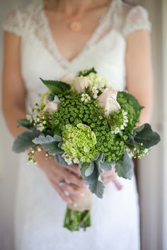 Light pink and green wedding bouquet. Photography: meganclouse.com