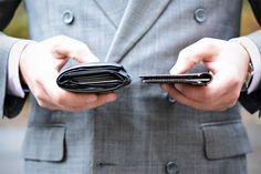 Nie wiesz jaki portfel wybrać? Sprawdź co zrobić żeby nie deformował Twojej sylwetki niezależnie od tego czy na co dzień nosisz jeans czy garnitur. Każdy stylowy mężczyzna powinien to wiedzieć! O naszym portfelu przeczytasz: http://gentlemanschoice.pl/portfel-manufaktura-miler/