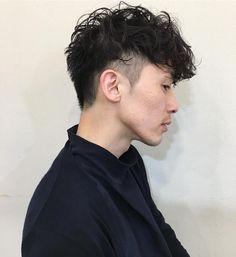 いいね!43件、コメント2件 ― 佐藤亜衣Hairさん(@satoai.hairstyle)のInstagramアカウント: 「おはようございます✨ Avenz出勤あと3日です 【Guest hair】 攻めた大人パーマ リーゼントを意識した、刈り上げスタイル✂️ #satoai66 #ヘアスタイル#ヘア…」