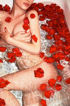#whiteandredphotography#artisticphotography#roses#redpetals#nude#beautifulbody#hotlips#cutesensualwoman#bath#romanticbath