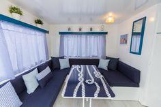 Mobil Home de alquiler en el camping situado en la Costa Dorada. Couch, Navy, Furniture, Home Decor, Single Beds, Camper Van, Photo Galleries, Hale Navy, Settee