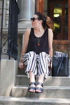 ZARA WHITE BLACK STRIPED TROUSERS CROPPED CULLOTES XS EXTRA SMALL REF 7541/670
