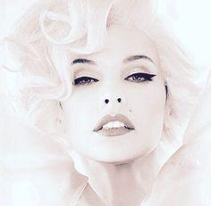 Milla Jovovich as Marilyn Monroe, editorial Makeup, photo by Ellen Von Unwerth.
