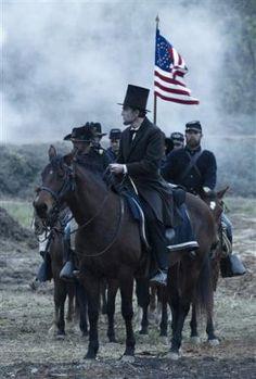 Steven Spielberg delves into Abraham Lincoln, slavery and desperate times - LA Daily News