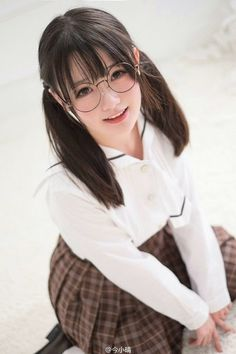 Photo Beautiful Japanese Girl, Beautiful Young Lady, Cute Asian Girls, Cute Girls, Japonese Girl, Aesthetic People, School Girl Outfit, Student Fashion, Girls With Glasses