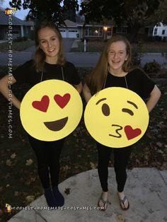 Easy,+Quick+Emoji+Costume+for+All+Ages