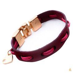 This cute handmade bracelet will be the favorite of anyone you give it to! Get it here / Este lindo brazalete hecho a mano será el favorito de quien sea que lo regales. Consíguelo aquí