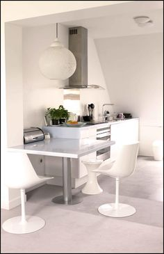 All white & modern style open kitchen  | Cuisine entièrement blanche au style moderne