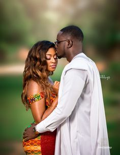 Claudia & Alex's Ghanaian Traditional Engagement was Colour popping Fab Black Couple Art, Black Couples, African Wear, African Fashion, African Bridal Dress, Couples African Outfits, African Traditional Wedding Dress, African Print Dress Designs, Kente Dress