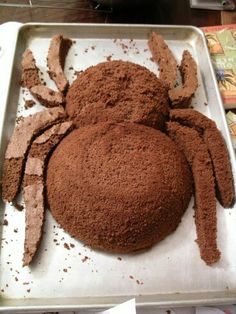That's cool, but who would EVER want a spider cake? That's cool, but who would EVER Halloween Torte, Bolo Halloween, Postres Halloween, Halloween Desserts, Halloween Treats, Cupcakes, Cupcake Cakes, Spider Cake, Cake Shapes