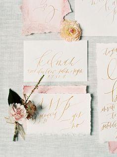Бумажное вдохновение: свадебная полиграфия с оторванными краями - The-wedding.ru