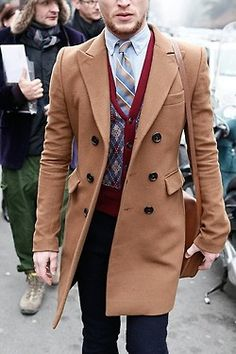 Fabulous overcoat, perfect weight to it as well as a subtle colour that will work with many things. theperfectgentleman.tv