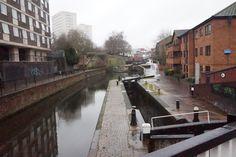 The Birmingham Canal, voltooid in 1773, eindigde bij Old Wharf bij Bridge Street Later bekend als Gas Street Basin. The Worcester and Birmingham Canal opende tussen  Birmingham en Selly Oak op 30 Oktober 1795. Maar het duurde tot 1815 om het kanaal af te maken tot Worcester.