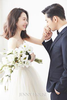 – Up Hairstyles Pre Wedding Poses, Wedding Picture Poses, Pre Wedding Photoshoot, Wedding Couples, Korean Wedding Photography, Wedding Couple Poses Photography, Wedding Photography Poses, Korean Bride, Foto Wedding