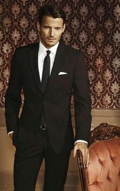 Simpel maar klassiek. Soms de beste mannenstijl om te kiezen Www.mightygoodman.nl Pochet - tie - suit