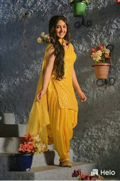Dress Indian Style, Indian Fashion Dresses, Indian Designer Outfits, Girls Fashion Clothes, Indian Outfits, Girl Fashion, Stylish Dresses For Girls, Simple Dresses, Simple Kurta Designs