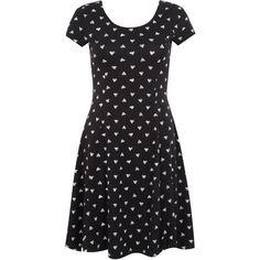 Black Heart Print Skater Dress (39 BRL) ❤ liked on Polyvore featuring dresses, black pattern, short sleeve scoop neck dress, scoop neck dress, short sleeve dress, scoop-neck dresses and heart pattern dress