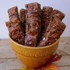 These crispy slices of Nutella hazelnut biscotti are a gre. at taste of sweet and salty! This recipe is easy to make, give it a try. Hazelnut Biscotti Recipe, Biscotti Cookies, Just Desserts, Delicious Desserts, Yummy Food, Tasty, Cookie Recipes, Dessert Recipes, Italian Cookies
