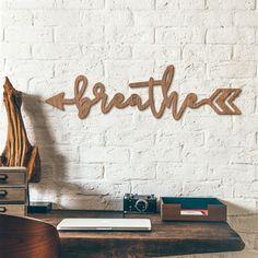 Holzbuchstaben Mahagoni   Breathe Arrow