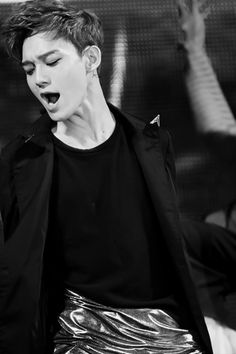 Chen EXO ♥ It should be illegal to be that hot. WHAT IS AIR