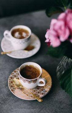 #wattpad #casuale Racconti brevi accomunati solo dal tempo che si potrebbe impiegare per leggere ognuno di essi: Tre minuti. Accomodatevi, bevete un buon caffè e buona lettura!