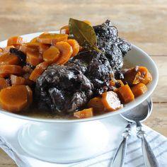 Découvrez la recette Bœuf aux carottes sur cuisineactuelle.fr.
